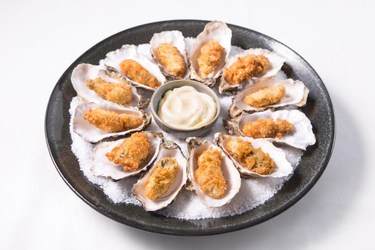 oysters placed in a circle around the plate, mayonnaise in the centre